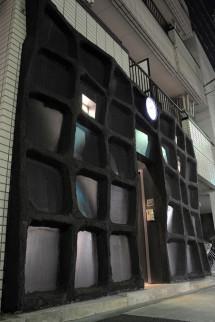 放射能を遮断する(かのような)外壁