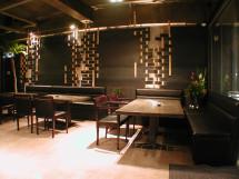 鉄と竹を編んだ壁