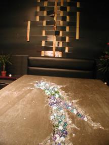 コンクリートとビー玉のテーブル