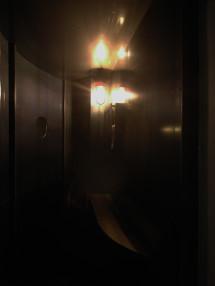 円窓のある喫煙エリア