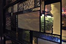 入口ドアの波板ガラス