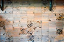 木の焼印タイル