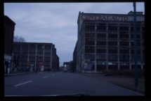 この頃のバッファローは街自体が棄てられたものの集まり、スクラップヤードのようだった