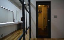 入口扉とメイクルーム