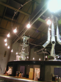 水へのこだわりを表現したガラスの浄水装置