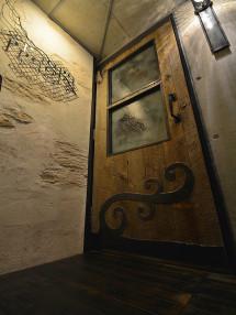 高い期待感を持って、開いていただきたい木のドア
